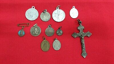 Lot Objects Religious: Medals and cross Metal and Solid Silver - REF38038