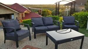 WICKER GARDEN OUTDOOR SETTING WITH CUSHIONS/LOUNGE CHAIRS/COFFEE TABLE
