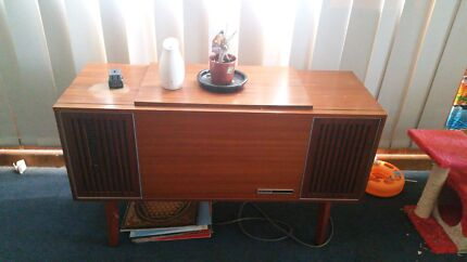 Record player and radio.  Pakenham Cardinia Area Preview