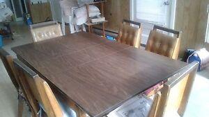 Table de cuisine + 6 chaises Sorel