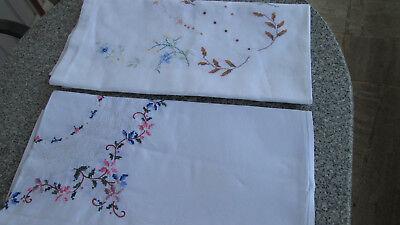 2x gleiche Mitteldecke Mitteldecken Antiquitäten & Kunst Stickerei gelb braun handbestickt Blumen