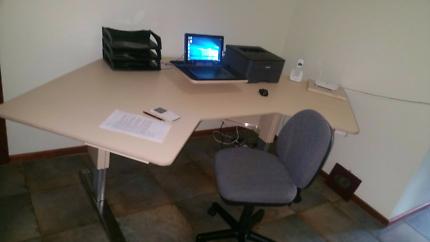 Height adjustable - Work Table/Desk/Bench