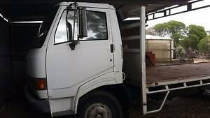 HINO 1986 Flatbed truck  393,755kms tray Macdonald Park Playford Area Preview