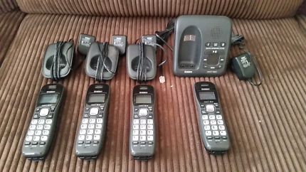 Uniden DECT + 3 phone system with answering machine