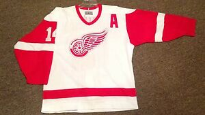 Detroit Red Wings authentic pro ccm center ice jersey