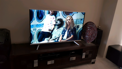 55 inch UHD LED kogan tv.