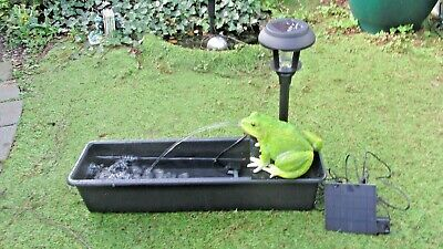UNUSUAL *SOLAR POWERED*  FROG SPITTER GARDEN WATER FEATURE FOUNTAIN