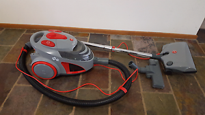 HOOVER DOG AND CAT 5013PH BAGLESS VACUUM Melton Melton Area Preview