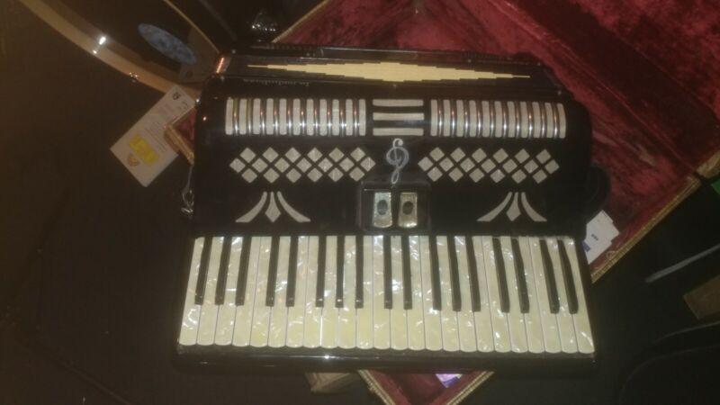 La Melodiosa Vintage Accordion.Pezzo Linda