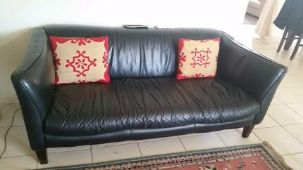 3 seater pure leather single sofa, good condition, black. Ingleburn Campbelltown Area Preview