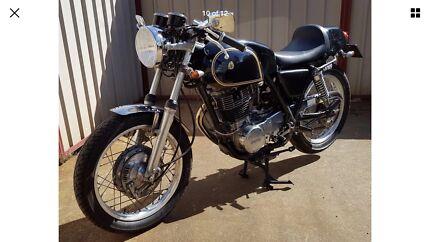 Yamaha SR400 - cafe racer (Priced to sell)