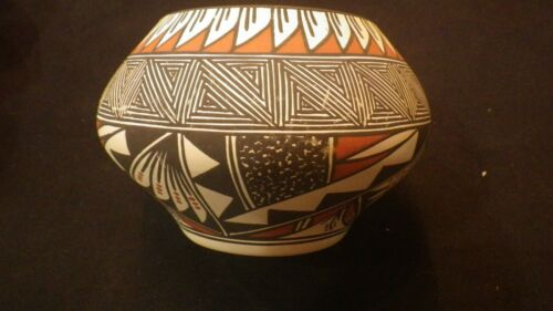 """Acoma Pueblo - Colleen Mariano  Pottery Jar 5"""" Tall x 7"""" Wide"""