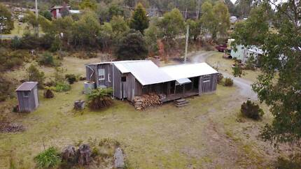 Brady's lake shack with foreshore frontage