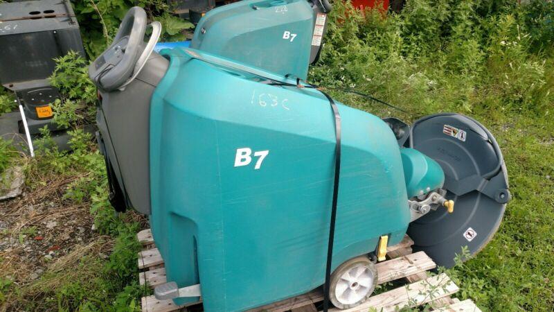 Tennant B7 battery burnisher 27-inch floor buffer scrubber low hrs 578