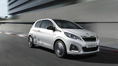 Peugeot 108 in Frontansicht fahrend