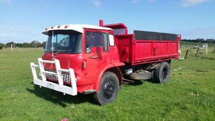 Tk bedford tip truck