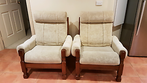 5 SEATER SOFA SET IN EXCELLENT CONDITION Sydenham Brimbank Area Preview