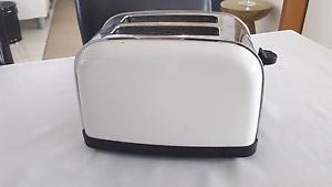 Sunbeam toaster. Darwin CBD Darwin City Preview