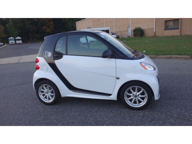 Image 2 of 2014 Smart For Two ELECTRIC…