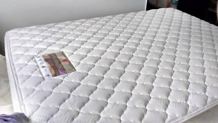 Queen mattress, very good condition