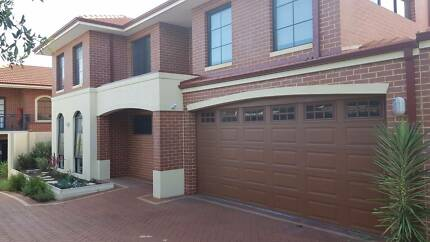 Beautiful Townhouse in Excellent Location