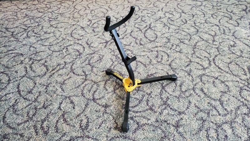 Hercules Adjustable Alto/Tenor Saxophone Stand w/ Carrying Bag