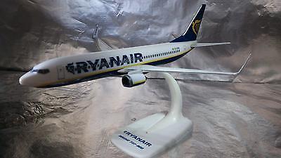 Herpa 609395 Snapfit Ryanair Boeing 737 800  1 200 Scale