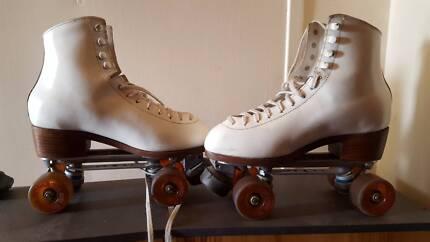 Ice skate shoes Kid size EUR 30 | Skateboards & Rollerblades