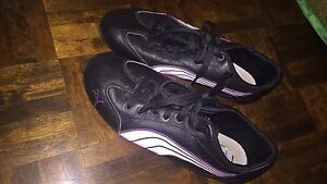 Woman's Pumas size 7.5