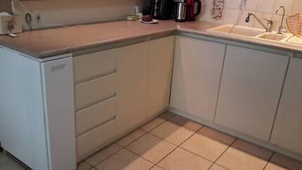 Complete Kitchen U sape, excellent condition