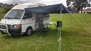 Toyota Hiace Campervan low klms with books Wollongong Wollongong Area Preview
