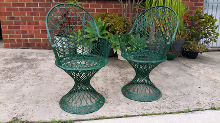 PAIR OF VINTAGE RUSSELL WOODARD DESIGN OUTDOOR CHAIRS.