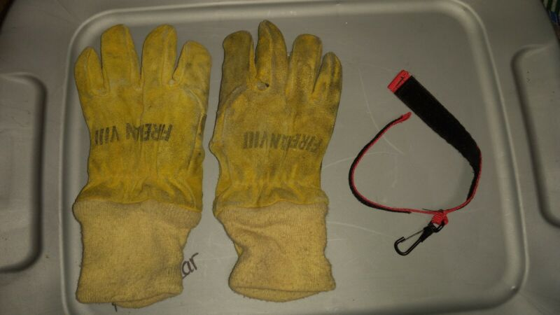 Fireman VIII Turnout Fire Gloves With Glove Strap