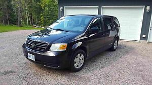 2010 Dodge Caravan - well maintained!