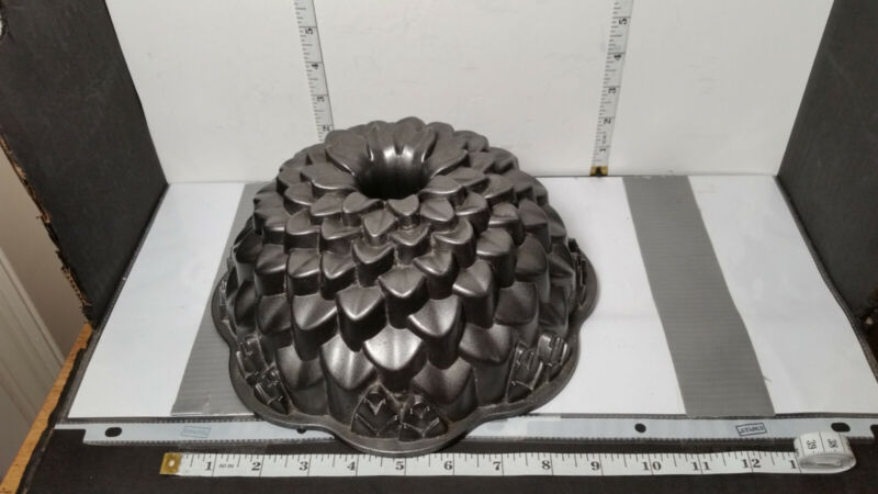 NORDIC WARE Chrysanthemum Flower Bundt Cake Pan 10 cups