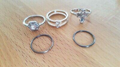 5 Silberne und Schwarze Basic und Statement-Ringe, 14mm - Silberne Modeschmuck Ringe