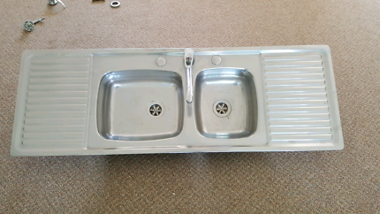 1 1/2  kitchen sink with double drainer and mixer tap