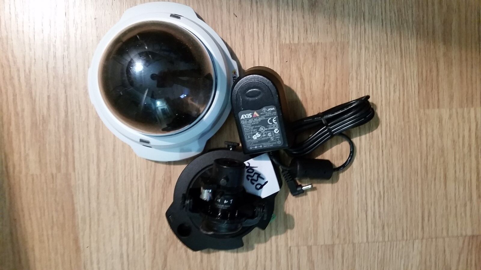 Axis P3304 Security Camera 720p Megapixel POE Power adapter Excellent Condition