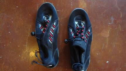 Brand new male rock/reef/water shoes