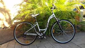 FUJI CROSSTOWN CRUISER BIKE  28 inch tyres 7 speed alloy frame. Robina Gold Coast South Preview