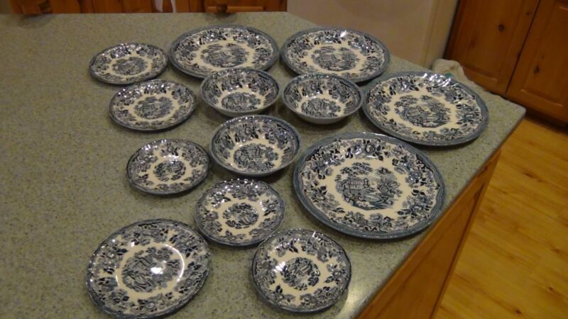 set of 13 Churchill plates and bowls