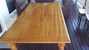 SOLID PINE WOOD EIGHT (8) SEATER DINING TABLE Mount Low Townsville Surrounds Preview
