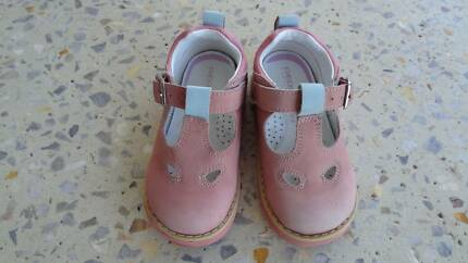 Geox girls toddler shoes,size UK 5