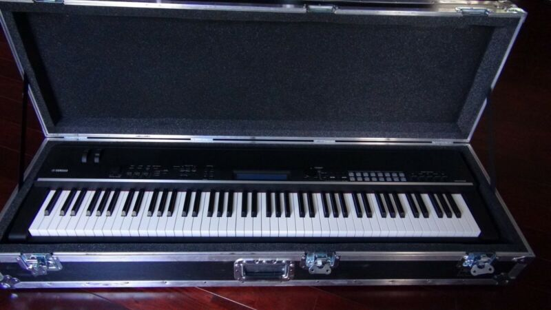 Yamaha CP4 Stage Piano w/ Pro Roadcase