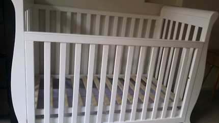 Baby cot 3 in one with draw
