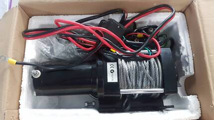 Essential 12v DC Electric Winch 3000lb (1361 kg) USED TWICE