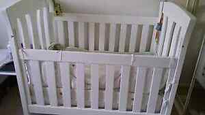 Love n care baby cot Beverly Hills Hurstville Area Preview