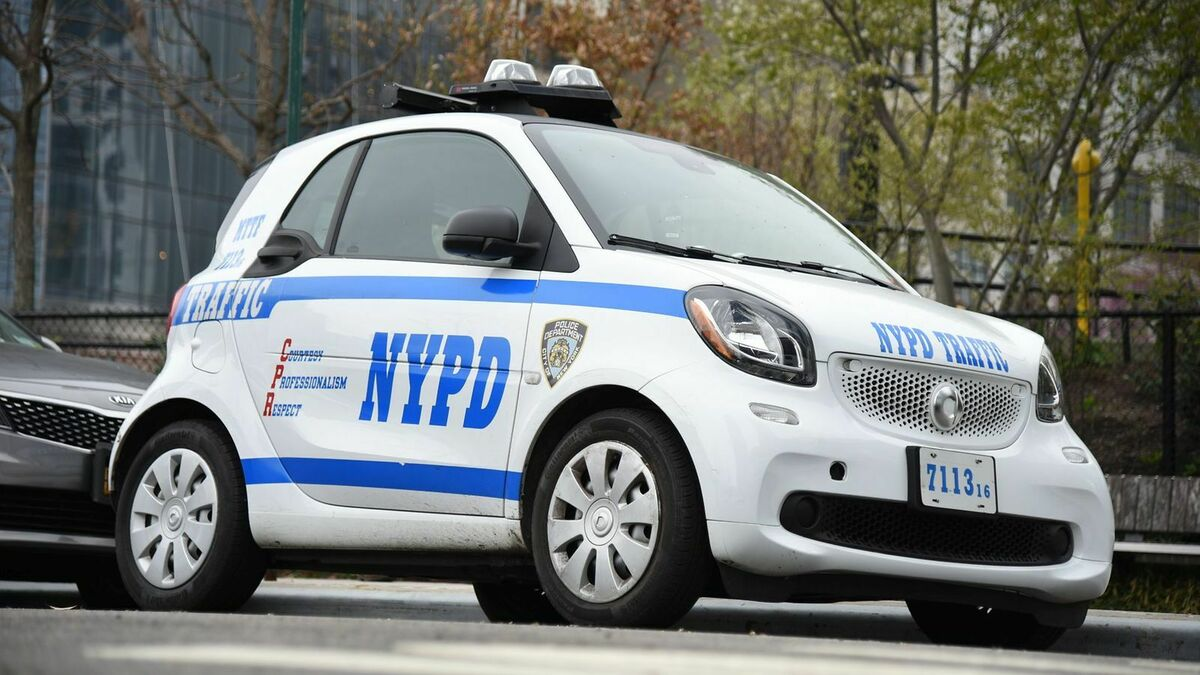 NYPD Smart Fortwo am Straßenrand stehend