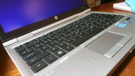 "fast win10 HP i7 Elitebook 8 Ram Reliable durable 12.5"" SSD / HDD"