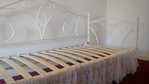 Single Day bed Warners Bay Lake Macquarie Area Preview